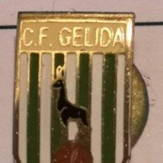 Coleccionismo deportivo: PIN FUTBOL - BARCELONA - GELIDA - CF GELIDA - SOLAPA. Lote 277115063