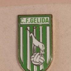 Coleccionismo deportivo: PIN FUTBOL - BARCELONA - GELIDA - CF GELIDA. Lote 277115093