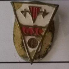 Coleccionismo deportivo: PIN FUTBOL - BARCELONA - GRANOLLERS - GRANOLLERS SPORT CLUB - SOLAPA. Lote 277208343
