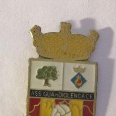 Coleccionismo deportivo: PIN FUTBOL - BARCELONA - GUARDIOLA DE BERGUEDÀ - ASS GUARDIOLENCA FC. Lote 277668888