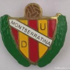 Coleccionismo deportivo: PIN FUTBOL - BARCELONA - HOSPITALET DE LLOBREGAT - UD MONTSERRATINA - SOLAPA. Lote 277668918
