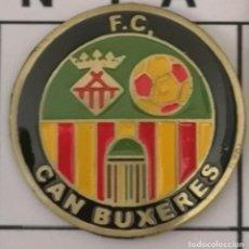 Coleccionismo deportivo: PIN FUTBOL - BARCELONA - HOSPITALET DE LLOBREGAT - FC CAN BUXERES. Lote 277668948