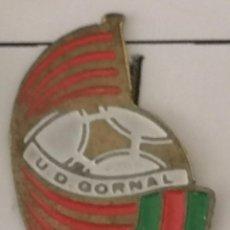 Coleccionismo deportivo: PIN FUTBOL - BARCELONA - HOSPITALET DE LLOBREGAT - UD GORNAL. Lote 277672363