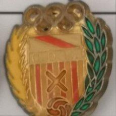 Coleccionismo deportivo: PIN FUTBOL - BARCELONA - HOSPITALET DE LLOBREGAT - CD HOSPITALET - ESCUDO DE 1957. Lote 277672463