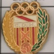 Coleccionismo deportivo: PIN FUTBOL - BARCELONA - HOSPITALET DE LLOBREGAT - CD HOSPITALET - ESCUDO DE 1957. Lote 277672488