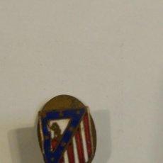 Coleccionismo deportivo: ANTIGUO PIN DE OJAL ATLETICO DE MADRID FUTBOL AGUJA SOLAPA INSIGNIA BUEN ESTADO. Lote 277702083
