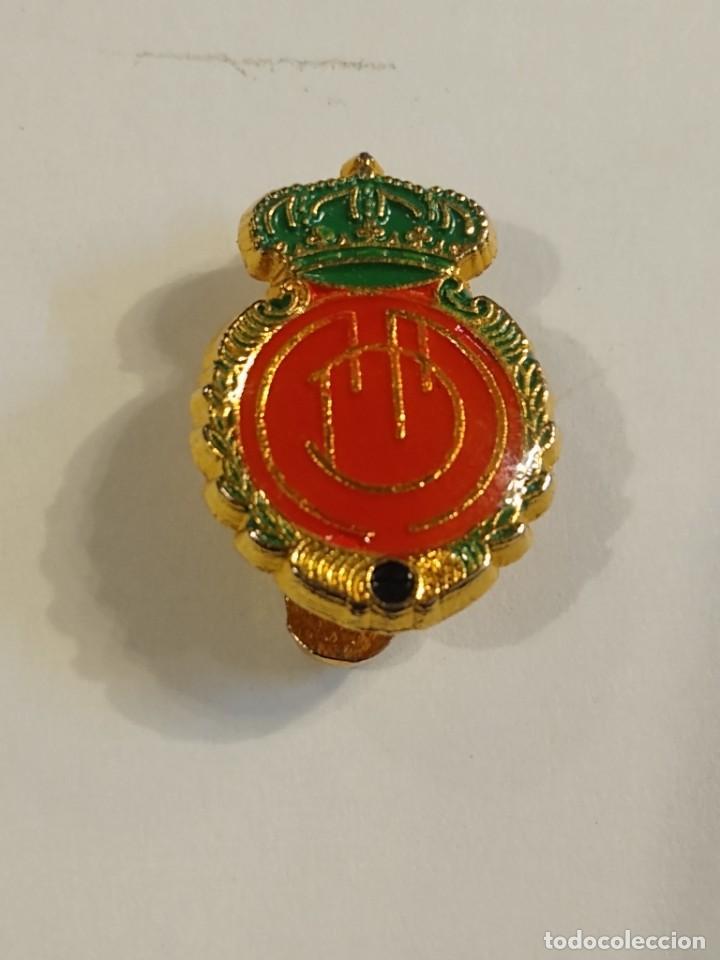 ANTIGUO PIN INSIGNIA DE SOLAPA - R.C.D. MALLORCA (Coleccionismo Deportivo - Pins de Deportes - Fútbol)