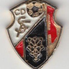 Coleccionismo deportivo: ESCUDO C. D. SF CLUB DE FUTBOL DE NAVARRA. PIN, INSIGNIA. Lote 279813588