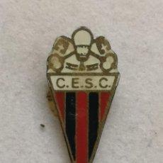 Collezionismo sportivo: PIN FUTBOL - BARCELONA - SANT CUGAT DEL VALLÈS - CE SANT CUGAT - AGUJA. Lote 285463368