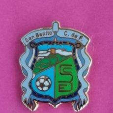 Coleccionismo deportivo: PIN DE FÚTBOL.... SAN BENITO CLUB DE FÚTBOL... BADAJOZ EXTREMADURA. Lote 287679773