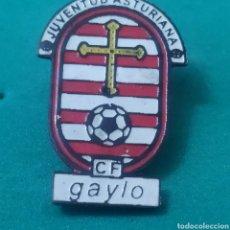 Coleccionismo deportivo: INSIGNIA DE FÚTBOL JUVENTUD ASTURIANA CF. GAYLO ASTURIAS. Lote 287883398