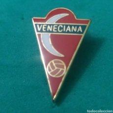 Coleccionismo deportivo: INSIGNIA DE FÚTBOL CF VENECIANA MADRID. Lote 287884188