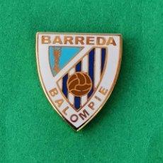 Coleccionismo deportivo: PIN DE FÚTBOL.... BARREDA SOLVAY BALOMPIE... CANTABRIA. Lote 288000888