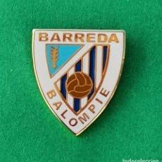 Coleccionismo deportivo: PIN DE FÚTBOL.... BARREDA BALOMPIE.... CANTABRIA. Lote 288001253