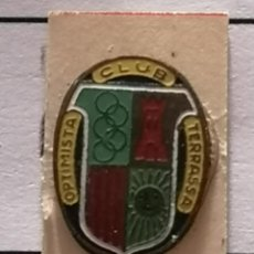 Coleccionismo deportivo: PIN FUTBOL - BARCELONA - TERRASSA - CLUB OPTIMISTA. Lote 288012223