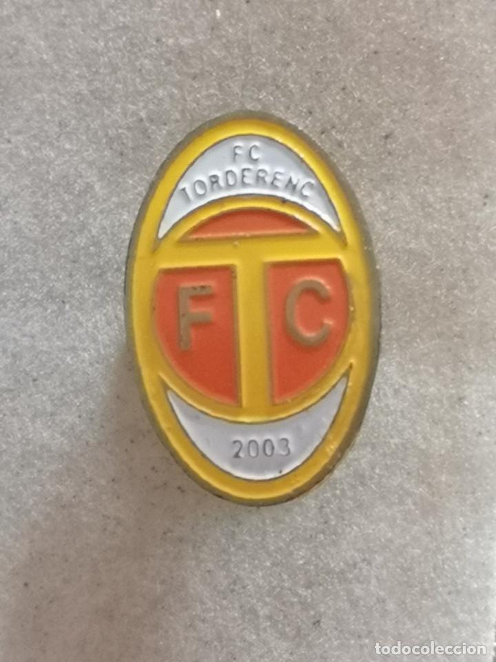 PIN FUTBOL - BARCELONA - TORDERA - FC TORDERENC (Coleccionismo Deportivo - Pins de Deportes - Fútbol)