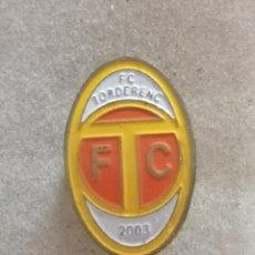 Coleccionismo deportivo: PIN FUTBOL - BARCELONA - TORDERA - FC TORDERENC. Lote 288016313