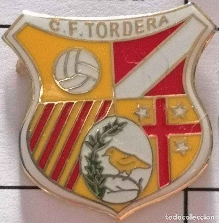 PIN FUTBOL - BARCELONA - TORDERA - CF TORDERA (Coleccionismo Deportivo - Pins de Deportes - Fútbol)