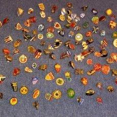 Coleccionismo deportivo: LOTE 124 PINS VARIOS EQUIPOS FUTBOL. Lote 288030613