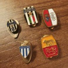 Coleccionismo deportivo: LOTE 5 PIN OJAL CLUB ITALIANOS FÚTBOL. Lote 288103453