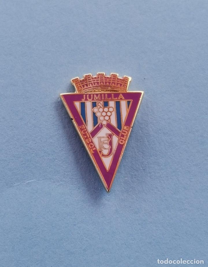 PIN DE FÚTBOL.... JUMILLA FÚTBOL CLUB.... MURCIA (Coleccionismo Deportivo - Pins de Deportes - Fútbol)