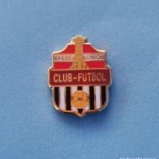 Coleccionismo deportivo: PIN DE FÚTBOL.... CLUB DE FÚTBOL EFESE UNIÓN.... MURCIA. Lote 288328998
