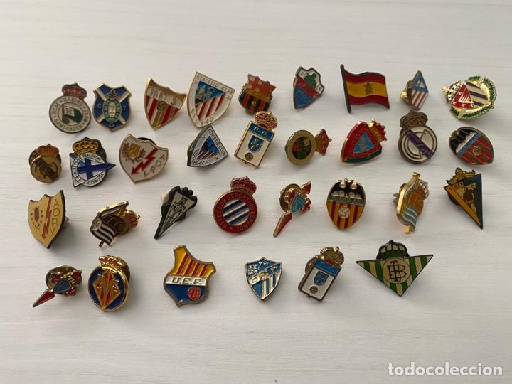 LOTE 32 PINS DE FUTBOL VARIADOS. ANTIGUOS . PIN FIGUERES MALAGA BARCELONA MADRID RAYO SEVILLA ETC (Coleccionismo Deportivo - Pins de Deportes - Fútbol)