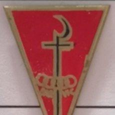 Coleccionismo deportivo: PIN FUTBOL - BARCELONA - VIC - OAR VIC. Lote 288421923