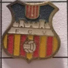 Collezionismo sportivo: PIN FUTBOL - BARCELONA - VILAFRANCA DEL PENEDÈS - FC VILAFRANCA. Lote 288431303