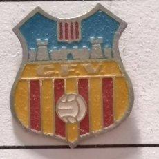 Collezionismo sportivo: PIN FUTBOL - BARCELONA - VILAFRANCA DEL PENEDÈS - CF VILAFRANCA. Lote 288431463