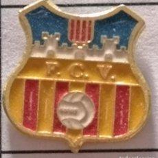 Collezionismo sportivo: PIN FUTBOL - BARCELONA - VILAFRANCA DEL PENEDÈS - FC VILAFRANCA. Lote 288431793