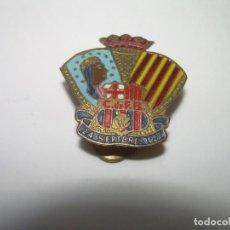 Coleccionismo deportivo: ANTIGUA Y RARISIMA INSIGNIA C.F.BARCELONA..MONTSERRAT..24/9/1957..ES MAS PEQUEÑA QUE LAS HABITUALES. Lote 288640198
