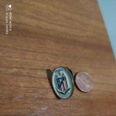 Coleccionismo deportivo: PIN ATLETICO DE MADRID PIN PEÑA ATLETICO MADRID ALBACETE. Lote 289013533