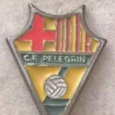 Coleccionismo deportivo: PIN FUTBOL - BARCELONA - BADALONA - CF PELEGRIN. Lote 289028308