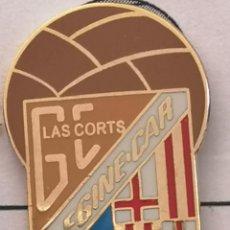 Coleccionismo deportivo: PIN FUTBOL - BARCELONA - LES CORTS - CF GINE CAR. Lote 292286328