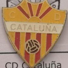 Coleccionismo deportivo: PIN FUTBOL - BARCELONA - LES CORTS - CD CATALUÑA. Lote 292286598