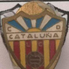 Coleccionismo deportivo: PIN FUTBOL - BARCELONA - LES CORTS - CD CATALUÑA - SOLAPA. Lote 292286623