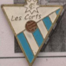 Coleccionismo deportivo: PIN FUTBOL - BARCELONA - LES CORTS - CF LES CORTS. Lote 292286998