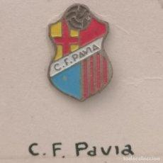Coleccionismo deportivo: PIN FUTBOL - BARCELONA - LES CORTS - CF PAVIA. Lote 292287403