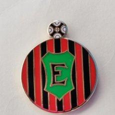 Coleccionismo deportivo: PIN DE FÚTBOL... ERRIGOITI KIROL TALDEA... GERNIKA VIZCAYA. Lote 293566313