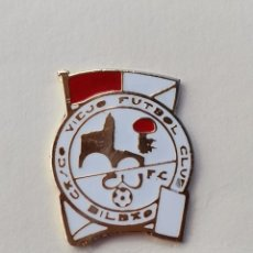 Coleccionismo deportivo: PIN DE FÚTBOL... CASCO VIEJO FÚTBOL CLUB... BILBAO VIZCAYA. Lote 293566763