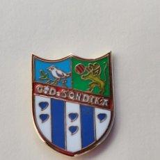 Coleccionismo deportivo: PIN DE FÚTBOL... CLUB DEPORTIVO SONDIKA... SONDIKA VIZCAYA. Lote 293567228