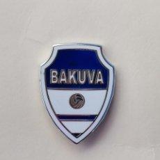 Coleccionismo deportivo: PIN DE FÚTBOL... BAKUVA CLUB DE FÚTBOL... BILBAO VIZCAYA. Lote 293568988