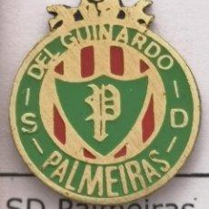 Coleccionismo deportivo: PIN FUTBOL - BARCELONA - SD PALMEIRAS DEL GUINARDO. Lote 293858533