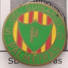 Coleccionismo deportivo: PIN FUTBOL - BARCELONA - SD PALMEIRAS DEL GUINARDO. Lote 293858573