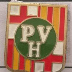 Coleccionismo deportivo: PIN FUTBOL - BARCELONA - UD PARQUE VALLE HEBRÓN - SOLAPA. Lote 293859663