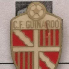 Coleccionismo deportivo: PIN FUTBOL - BARCELONA - CF GUINARDÓ. Lote 293859713