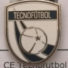 Coleccionismo deportivo: PIN FUTBOL - BARCELONA - CE TECNOFÚTBOL. Lote 293859753