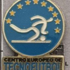 Coleccionismo deportivo: PIN FUTBOL - BARCELONA - CE TECNOFÚTBOL. Lote 293859778