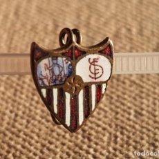 Coleccionismo deportivo: ANTIGUO PIN O INSIGNIA SEVILLA FC. Lote 295463668